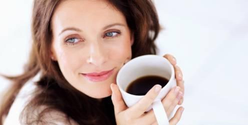 post mulher-tomando-cafe-essencia pilates