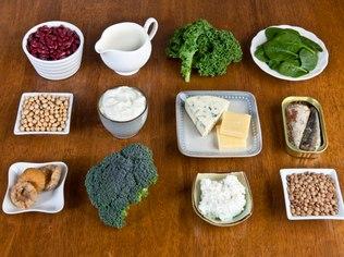 Fontes de cálcio: alimentação é cuidado básico que se reflete na saúde dos ossos
